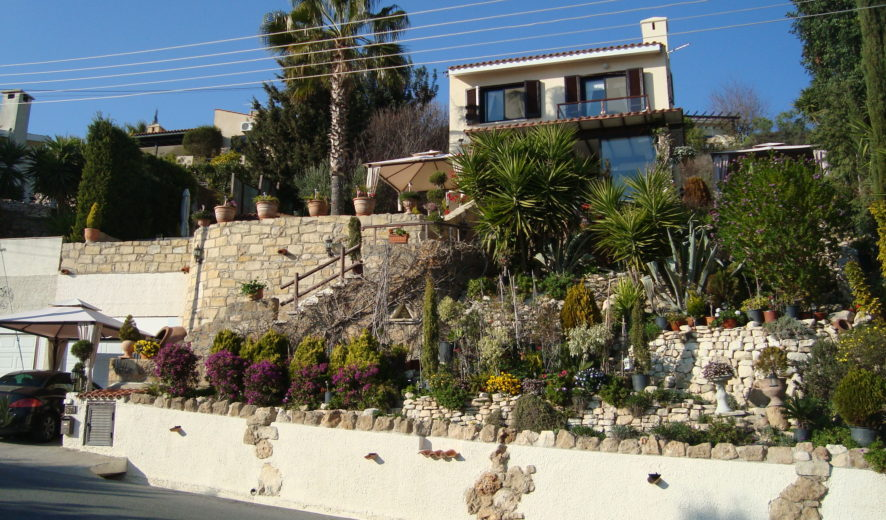 3 bedroomed villa with stunning views in Kamares Cyprus