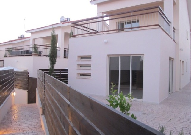 H1-3-BED-HOUSE-SW.POOL1_-642×454